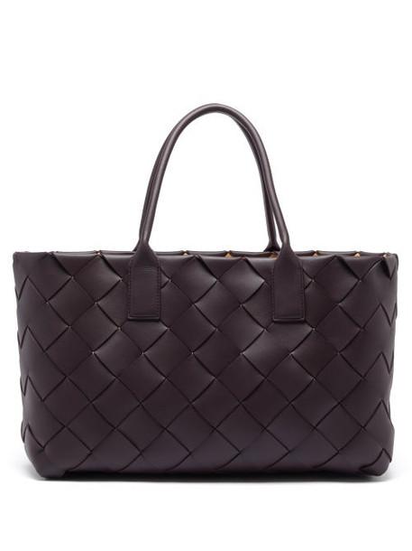 Bottega Veneta - Maxi Cabat Intrecciato Leather Tote Bag - Womens - Dark Burgundy