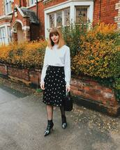 sweater,knitted sweater,black boots,ankle boots,patent shoes,tights,midi skirt,polka dots,black bag,bucket bag