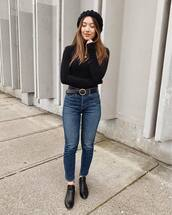 jeans,cropped jeans,high waisted jeans,black shoes,black belt,black turtleneck top,beret,casual,streetstyle