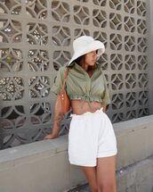 shorts,white shorts,High waisted shorts,crop tops,short sleeve,shoulder bag,sun hat