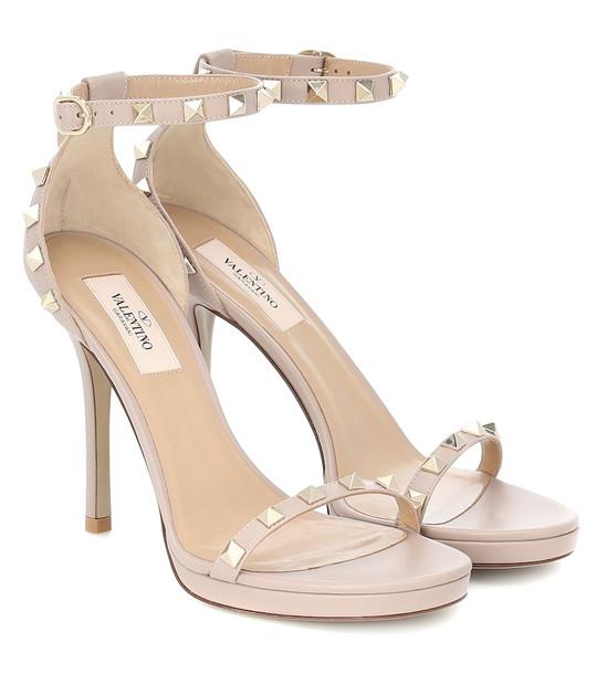 Valentino Garavani Rockstud leather plateau sandals in neutrals