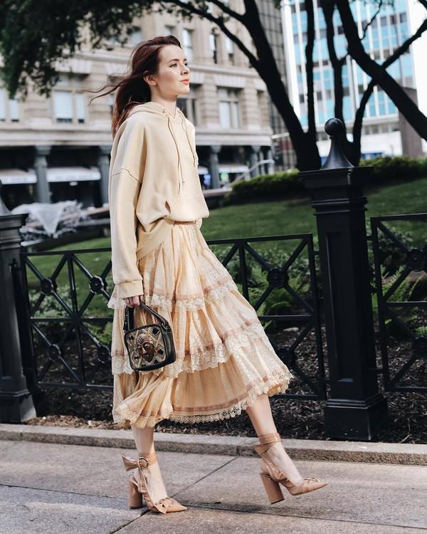sweater hoodie midi skirt lace skirt layered slingbacks handbag black bag