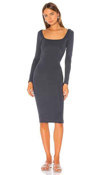 superdown Shelia Midi Dress in Charcoal