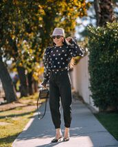 top,black top,polka dots,black jeans,high waisted jeans,mules,hat,bag