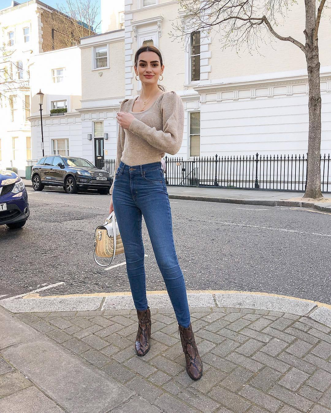 sweater chunky knit ankle boots brown boots snake print skinny jeans high waisted jeans bag