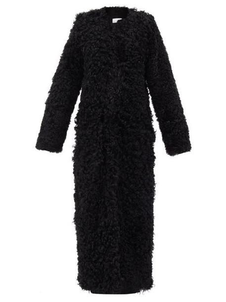 Raey - Collarless Curly Shearling Maxi Coat - Womens - Black