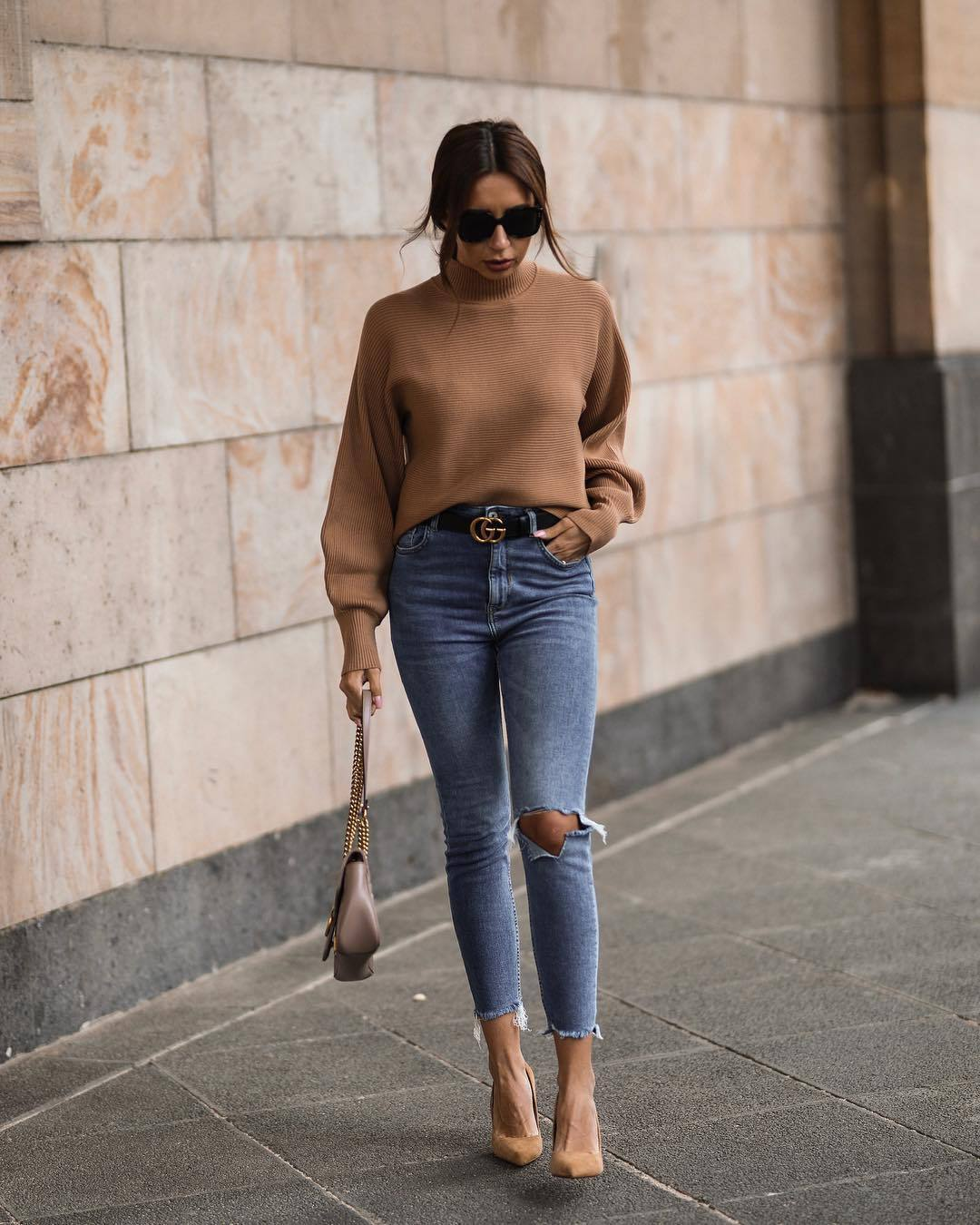 sweater turtleneck sweater skinny jeans ripped jeans high waisted jeans pumps shoulder bag