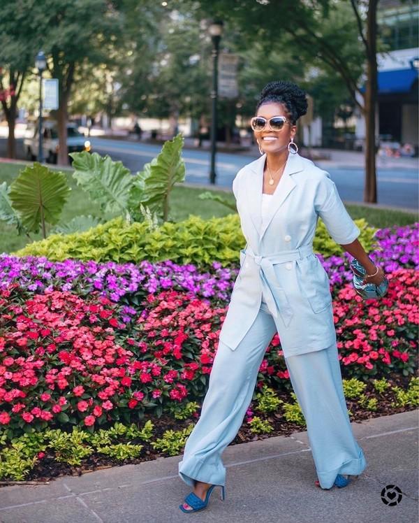 shoes sandals sandal heels blue sandals pants monochrome monochrome outfit All blue outfit wide-leg pants blazer sunglasses