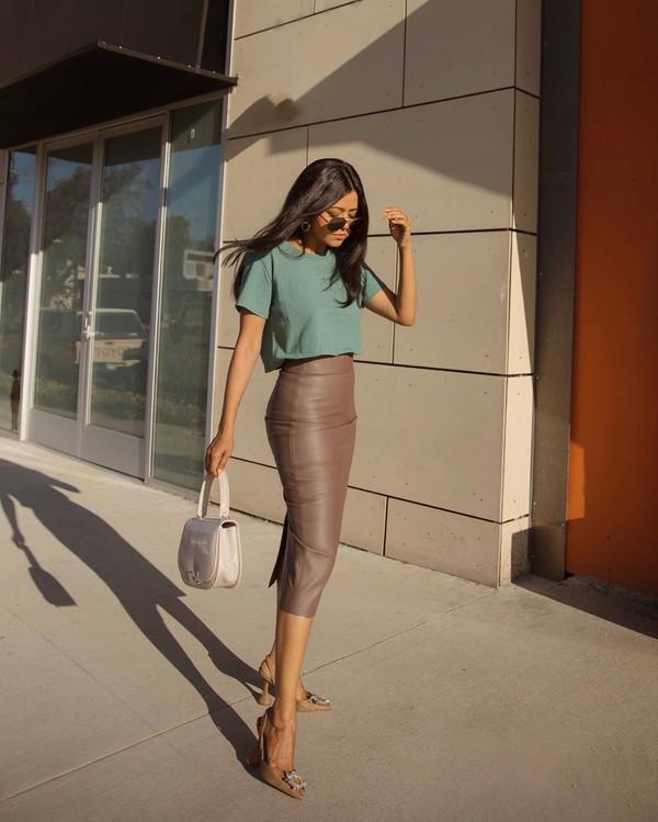skirt midi skirt high waisted skirt leather skirt slingbacks white bag t-shirt