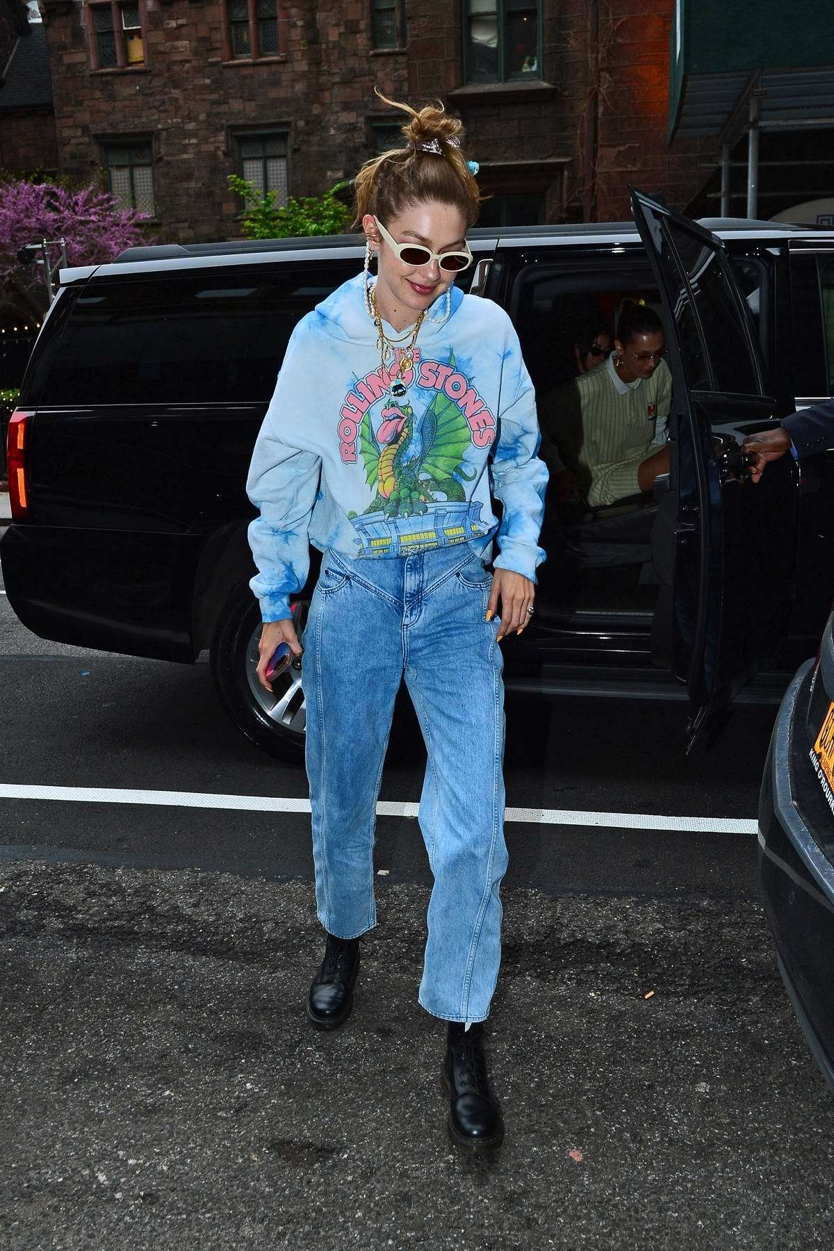 sunglasses gigi hadid model off-duty streetstyle casual jeans hoodie