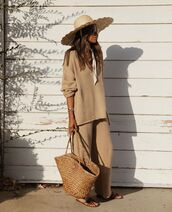 sweater,oversized sweater,wide-leg pants,slide shoes,woven bag,hat