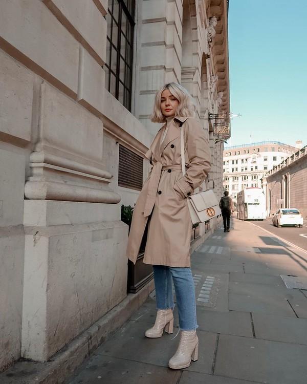 coat beige coat trench coat platform boots straight jeans white jeans