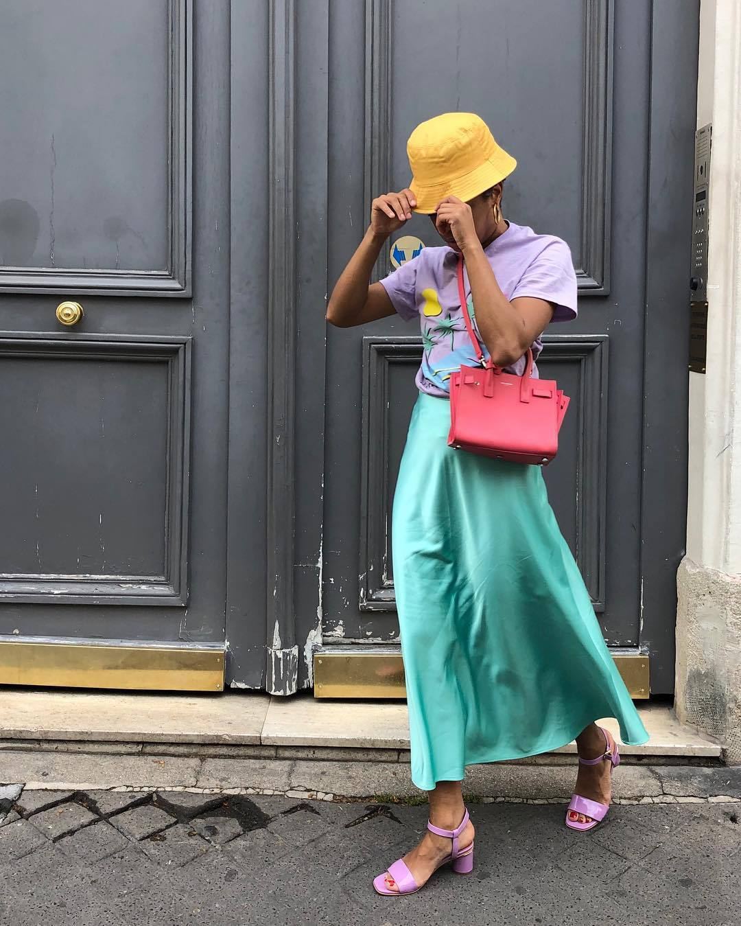 skirt maxi skirt silk skirt t-shirt lilac sandals hat