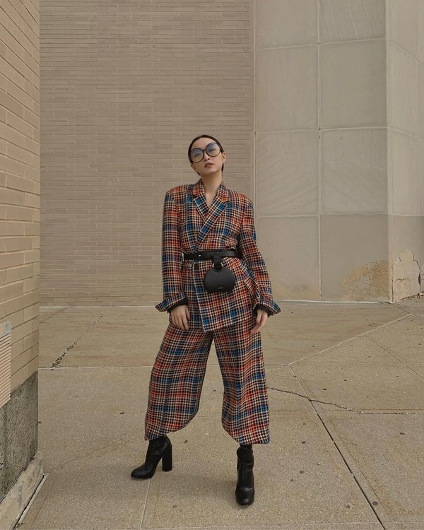 pants wide-leg pants plaid plaid blazer ankle boots black boots belt bag
