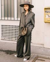 jacket,grey blazer,oversized,wide-leg pants,white boots,hat,crossbody bag