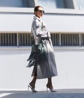 coat,trench coat,oversized coat,sandal heels,bag,fringes