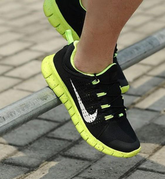 Genuino escalar colisión  shoes, nike, neon, green, soles, nike shoes, nike free run, nike running  shoes, trainers - Wheretoget