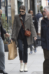 bag,kaia gerber,model,model off-duty,mode d'amour,modern,streetstyle,streetwear,style scrapbook,style,fashion vibe