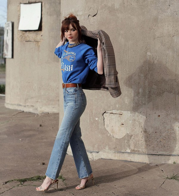 jeans flare jeans high waisted jeans sandals sweatshirt plaid blazer belt