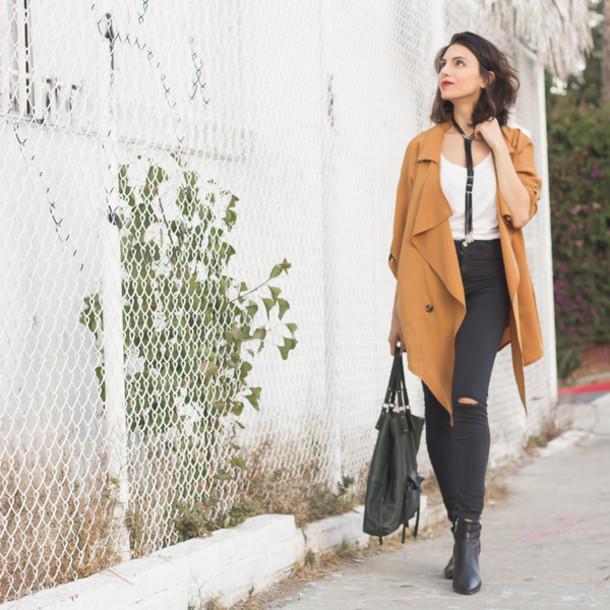 kris chérie blogger jewels coat tank top beige coat black jeans ripped jeans white top black bag black boots