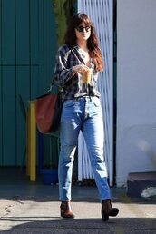 jeans,streetstyle,casual,shirt,dakota johnson,celebrity,fall outfits