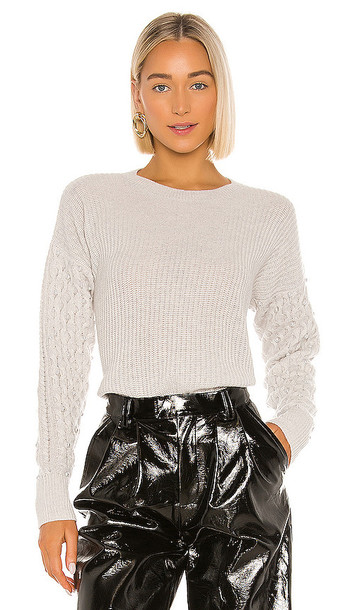 Autumn Cashmere Shaker Crew With Pearl Cable Sleeves Sweater in Gray