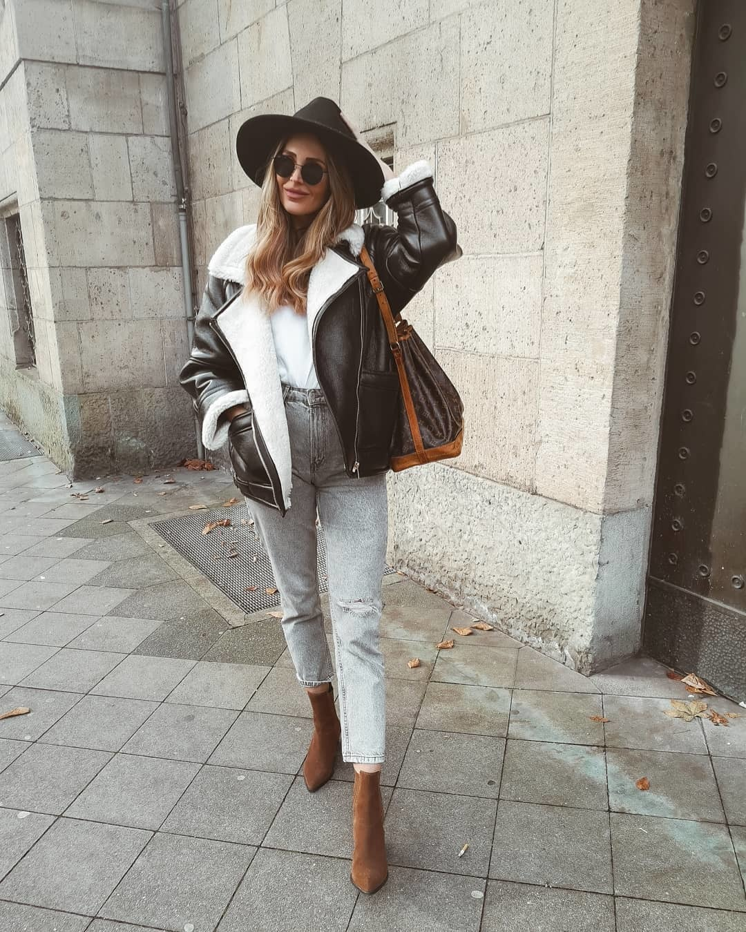 jeans high waisted jeans grey jeans mom jeans shearling jacket ankle boots black boots white t-shirt bag hat