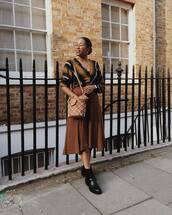 skirt,midi skirt,suede skirt,high waisted skirt,black boots,ankle boots,zara,brown bag,mango,v neck,striped top