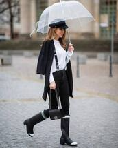 jeans,high waisted jeans,knee high boots,black bag,white sweater,suspenders,black coat,beret