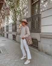 jeans,white jeans,cropped jeans,flare jeans,white sneakers,snake print,bucket bag,sweater,felt hat