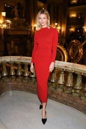 dress,karlie kloss,model off-duty,midi dress,red dress,pumps,red,celebrity