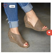 shoes,taupe,wedge sandals,peep toe,wedges