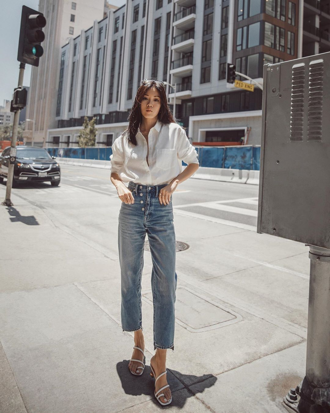 jeans high waisted jeans cropped jeans white sandals white shirt