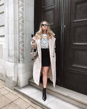 skirt,mini skirt,black skirt,high waisted skirt,black boots,ankle boots,snake print,dior bag,teddy bear coat,white top
