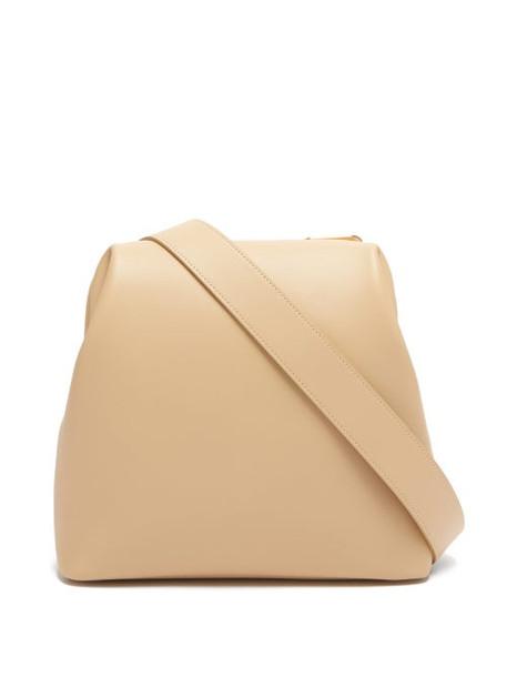 Osoi - Brot Folded Leather Shoulder Bag - Womens - Beige
