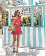 skirt,mini skirt,ruffle,crop tops,handbag,slide shoes