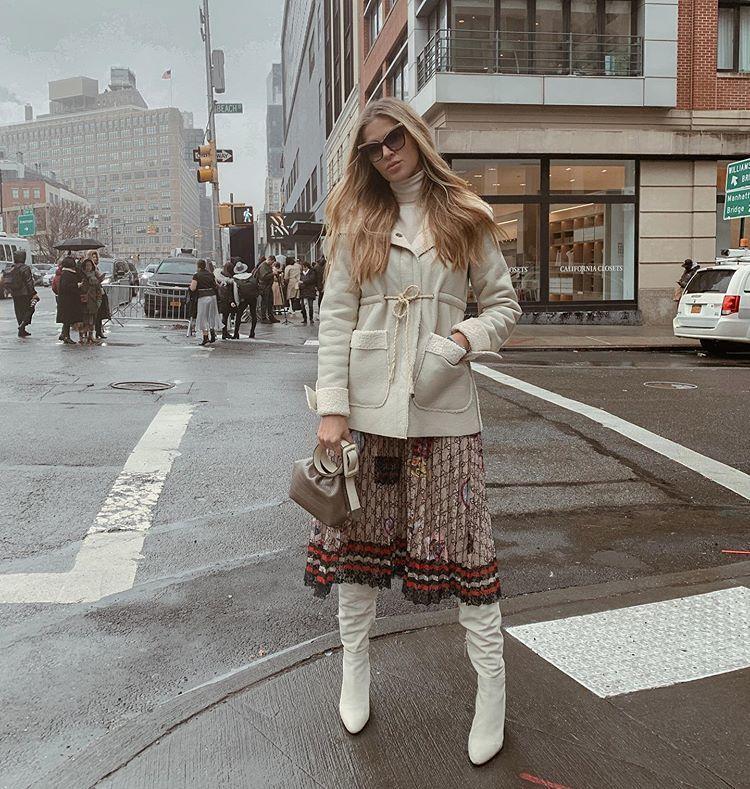 skirt midi skirt gucci white boots knee high boots jacket turtleneck bag