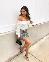skirt,mini skirt,slit skirt,black sandals,white sweater,black bag