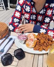 sunglasses,sweater