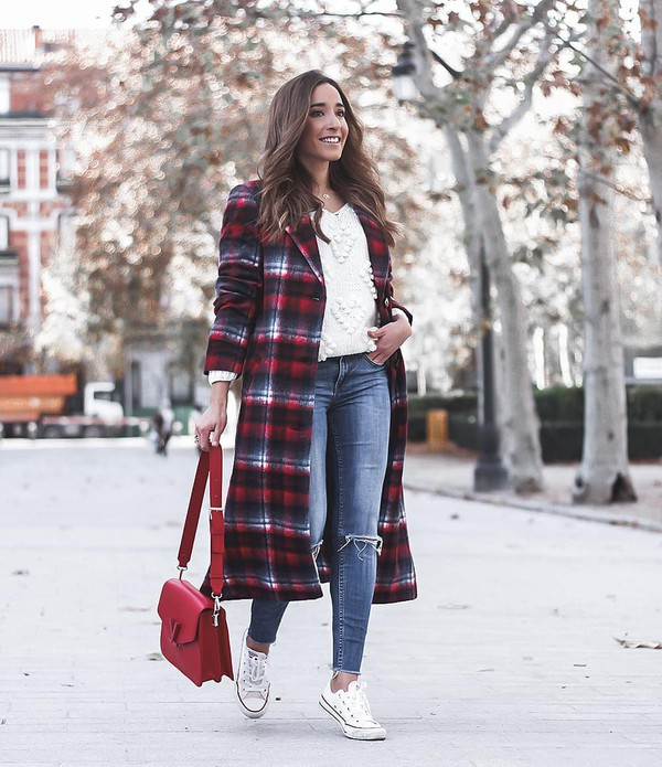 coat long coat plaid converse skinny jeans ripped jeans shoulder bag white sweater