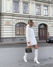 sweater,white hoodie,oversized,white boots,bag