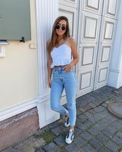 jeans,high waisted jeans,white top,crop tops,white sneakers