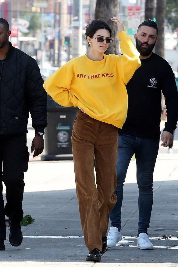 sweater sweatshirt pants casual streetstyle kendall jenner kardashians model off-duty sunglasses