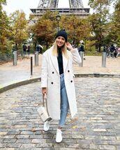 coat,faux fur coat,white coat,white sneakers,white bag,mom jeans,turtleneck,beanie