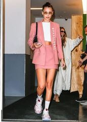 top,bella hadid,gigi hadid,hadid sisters,model,model off-duty,fw,fashion vibe,fashion toast