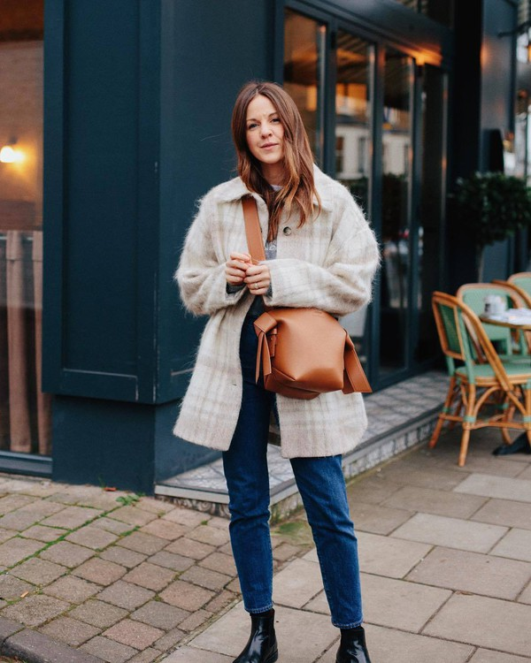 jacket oversized jacket plaid wool black boots ankle boots high waisted jeans brown bag crossbody bag t-shirt