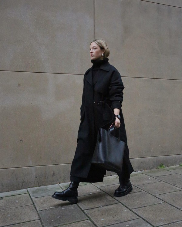 coat black coat long coat black boots turtleneck sweater black pants black bag