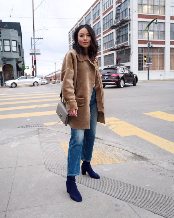 coat faux fur coat beige coat blue boots heel boots straight jeans shoulder bag