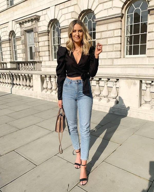 top black blouse wrap top skinny jeans high waisted jeans black sandals handbag