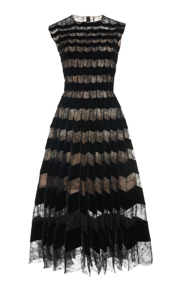 Oscar de la Renta Pleated Velvet And Chantilly Lace Dress in black